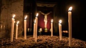 Εσταυρωμένος_κεριά.